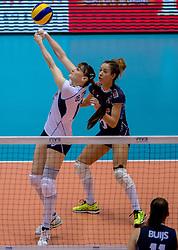 20-05-2016 JAP: OKT Italie - Nederland, Tokio<br /> De Nederlandse volleybalsters hebben een klinkende 3-0 overwinning geboekt op Italië, dat bij het OKT in Japan nog ongeslagen was. Het met veel zelfvertrouwen spelende Oranje zegevierde met 25-21, 25-21 en 25-14 / Monica De Gennaro #6 of Italie, Antonella Del Core #15 of Italie