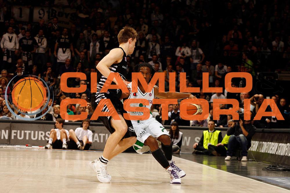DESCRIZIONE : Bologna Final Eight 2009 Finale Montepaschi Siena La Fortezza Virtus Bologna<br /> GIOCATORE : Morris Finley<br /> SQUADRA : Montepaschi Siena<br /> EVENTO : Tim Cup Basket Coppa Italia Final Eight 2009 <br /> GARA : Montepaschi Siena La Fortezza Virtus Bologna<br /> DATA : 22/02/2009 <br /> CATEGORIA : palleggio<br /> SPORT : Pallacanestro <br /> AUTORE : Agenzia Ciamillo-Castoria/P.Lazzeroni