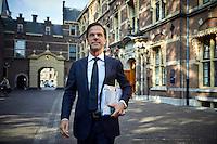 Den Haag, 21 september 2016 - Algemene Politieke Beschouwingen in de Tweede Kamer. Premier Mark Rutte onderweg naar de Tweede Kamer voor de behandeling van de Algemene Politieke Beschouwingen.<br />  Foto: Phil Nijhuis
