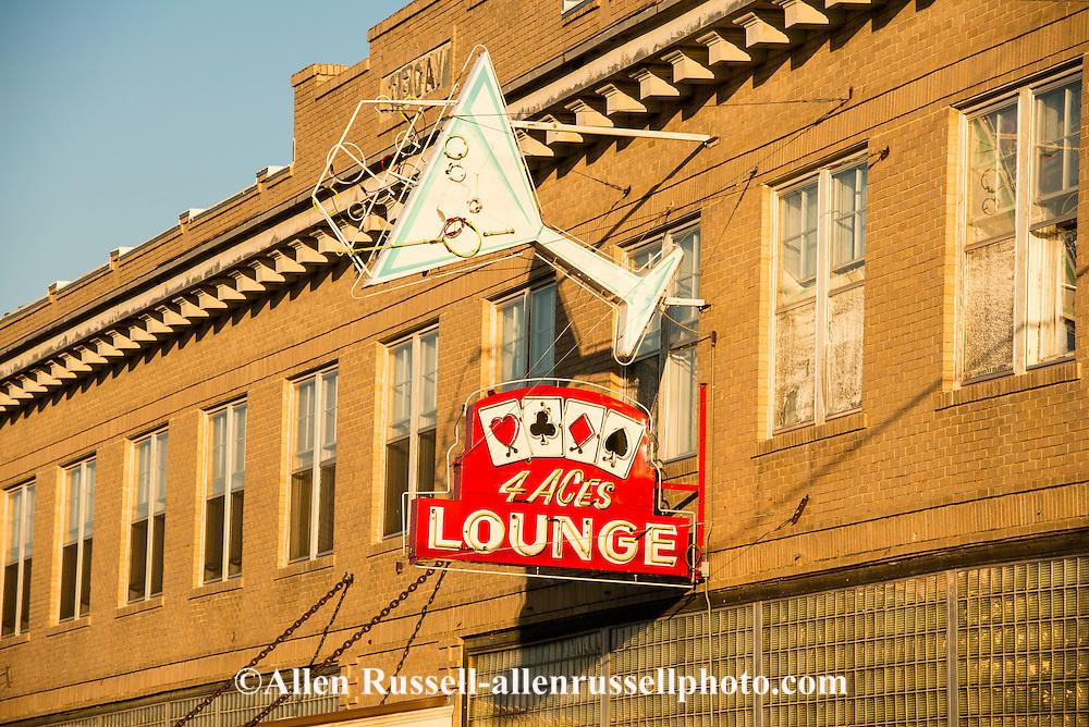 Hardin, Montana, Four Aces Lounge, bar.