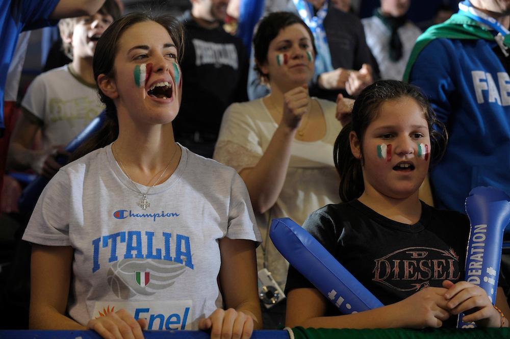 DESCRIZIONE : Venezia Additional Qualification Round Eurobasket Women 2009 Italia Croazia<br /> GIOCATORE : Tifosi Italia<br /> SQUADRA : Nazionale Italia Donne<br /> EVENTO : Italia Croazia<br /> GARA :<br /> DATA : 10/01/2009<br /> CATEGORIA : <br /> SPORT : Pallacanestro<br /> AUTORE : Agenzia Ciamillo-Castoria/M.Gregolin