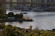 New York. elevated view on East river , Brooklyn and Manhattan bridge, dowtown skyline, rooftops, , Fulton Ferry park , panoramic view from artist lofts in Dumbo area, under the Brooklyn and Manhattan bridges  Brooklyn New York - United states  /  l east river le pont de Manhattan et de Brooklyn, les toits, au premier plan le Fulton ferry park,  vue panoramique sur Manhattan depuis les ateliers d artistes de DUMBO sous les ponts de Manhattan et de Brooklyn  Brooklyn New York - Etats-unis