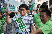 Hiroya Masuda, a major candidate for Tokyo gubernatorial election does a sign of victory to the supporters in Ginza,Tokyo. The former internal affairs minister has the backing of the Liberal Democratic Party, Komeito and the Party for the Japanese Kokoro in the July 31 election. 18/07/2016-Tokyo, JAPAN
