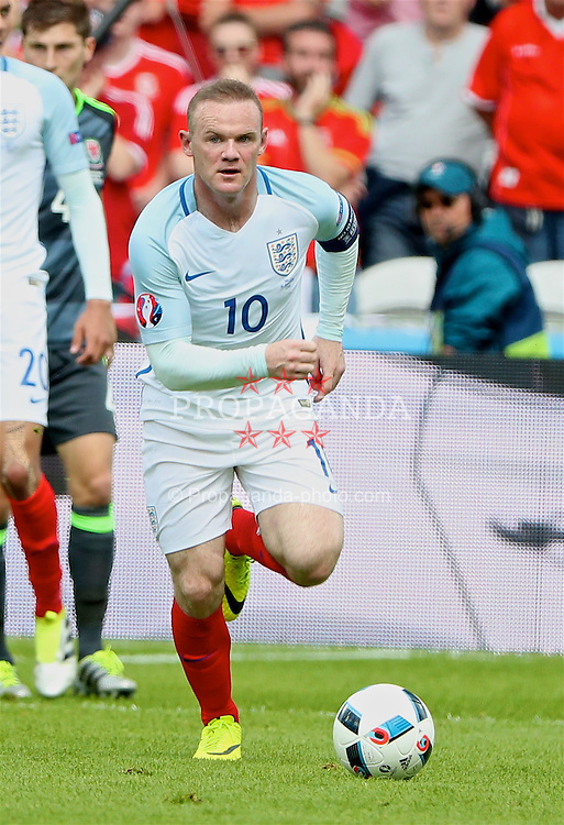 LENS, FRANCE - Thursday, June 16, 2016: England's captain Wayne Rooney in action against Wales during the UEFA Euro 2016 Championship Group B match at the Stade Bollaert-Delelis. (Pic by David Rawcliffe/Propaganda)