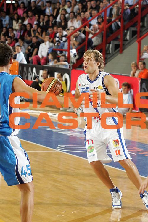 DESCRIZIONE : Napoli Lega A1 2007-2008 Eldo Napoli Pierrel Capo d'Orlando<br /> GIOCATORE : Martynas Mazeika<br /> SQUADRA : Pierrel Capo d'Orlando<br /> EVENTO : Campionato Lega A1 2007-2008 <br /> GARA : Eldo Napoli Pierrel Capo d'Orlando<br /> DATA : 07/10/2007<br /> CATEGORIA : Palleggio<br /> SPORT : Pallacanestro <br /> AUTORE : Agenzia Ciamillo-Castoria/A.De Lise