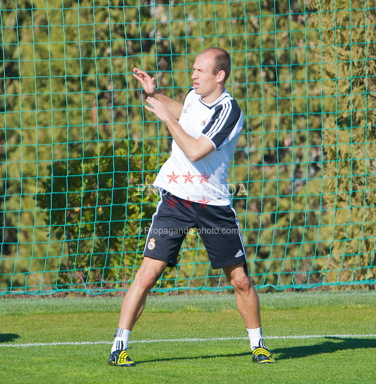MADRID, SPAIN - Tuesday, February 24, 2009: Real Madrid's Arjen Robben training at the Ciudad Deportiva ahead of the UEFA Champions League First Knock-Out Round against Liverpool. (Photo by David Rawcliffe/Propaganda)