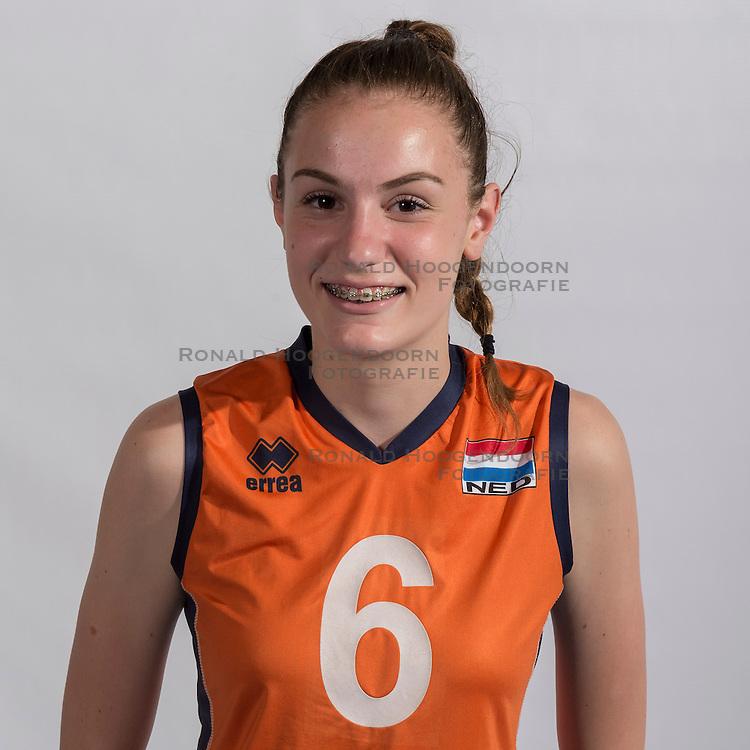 07-06-2016 NED: Jeugd Oranje meisjes <2000, Arnhem<br /> Photoshoot met de meisjes uit jeugd Oranje die na 1 januari 2000 geboren zijn / Pascalle Cnossen