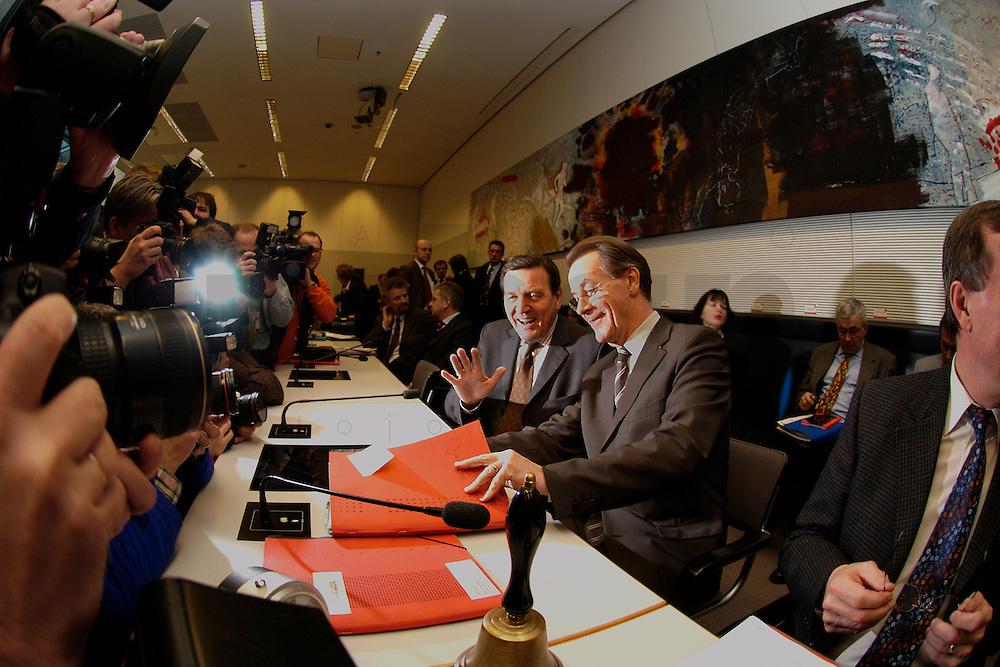 10 FEB 2004, BERLIN/GERMANY:<br /> Gerhard Schroeder (L), SPD, Bundeskanzler und Noch-Parteivorsitzender, und Franz Muentefering (R), SPD Fraktionsvorsitzender und desig. SPD Parteivorsitzender, mit Fotografen und Kameraleuten, vor Beginn der SPD Fraktionssitzung, Deutscher Bundestag<br /> IMAGE: 20040210-02-025<br /> KEYWORDS: Franz M&uuml;ntefering, Kamera, Camera, Fotografen, Gerhard Schr&ouml;der, Gespr&auml;ch, Gespraech