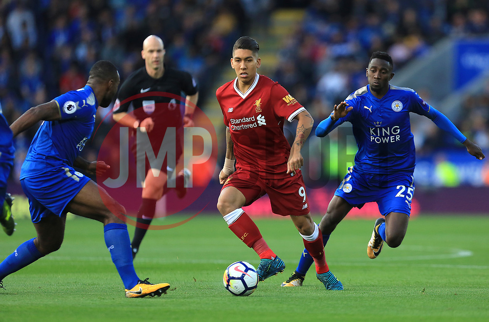 Roberto Firmino of Liverpool evades the attentions of Wilfred Ndidi and Wes Morgan of Leicester City - Mandatory by-line: Paul Roberts/JMP - 23/09/2017 - FOOTBALL - King Power Stadium - Leicester, England - Leicester City v Liverpool - Premier League