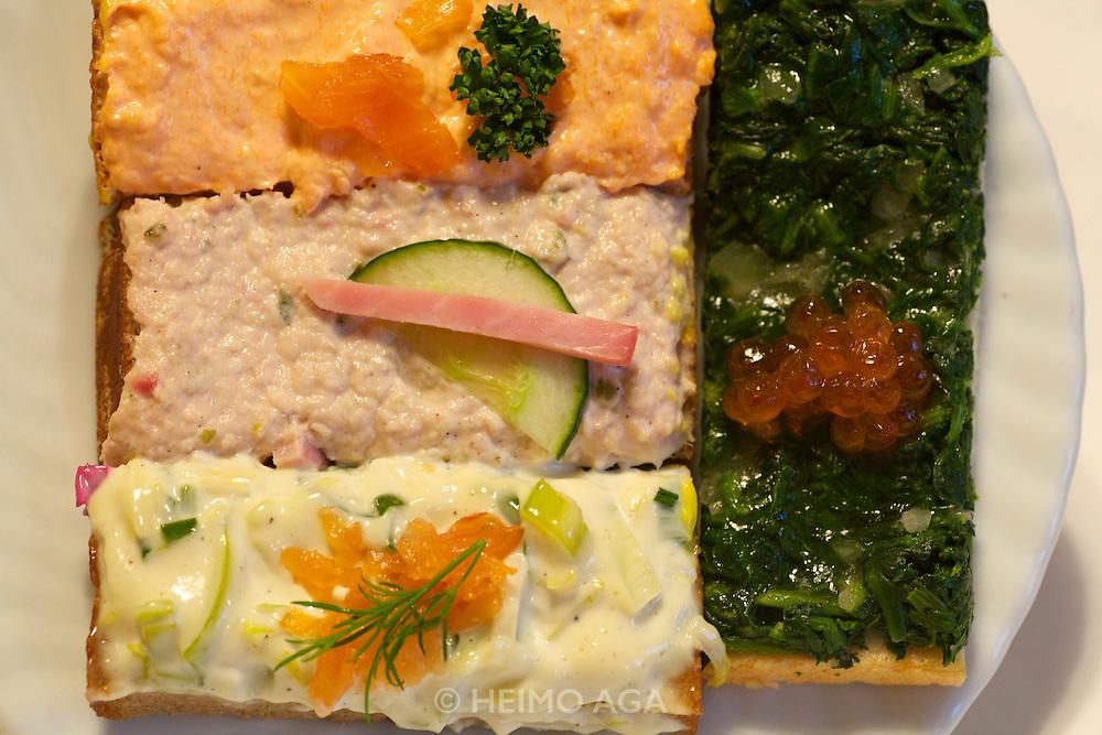 Vienna. Zum schwarzen Kameel. A variety of sandwiches.