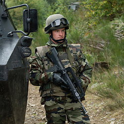 Stage d'entra&icirc;nement des escadrons de gendarmerie mobile  organis&eacute; par la Cellule d'Instruction Afghanistan du GBGM au camp militaire de la Courtine.<br /> Dans le cadre de cette formation sp&eacute;cifique POMLT (Police Operational Mentor and Liaison Team) avant leur d&eacute;ploiement en OPEX les gendarmes s'entra&icirc;nent &agrave; r&eacute;aliser des patrouilles en VAB, re&ccedil;oivent une formation avanc&eacute;e au secourisme au combat et apprennent les protocoles interalli&eacute;s en vigueur sur le th&eacute;&acirc;tre.<br /> Septembre 2010 / La Courtine (23) / FRANCE<br /> Voir le reportage complet (186 photos) http://sandrachenugodefroy.photoshelter.com/gallery/2010-09-Entrainement-des-POMLT-deployees-en-Afghanistan-Complet/G0000.jJAukAIS3o/C0000yuz5WpdBLSQ