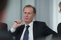 10 MAY 2012, BERLIN/GERMANY:<br /> Prof. Dr. Dr. h.c. Bert Ruerup, Vorsitzender des Kuratoriums DIW Berlin, Pressegespraech zu den Ergebnissen der Kuratoriumssitzung, DIW Berlin<br /> IMAGE: 20120510-01-018<br /> KEYWORDS: Bert Rürup