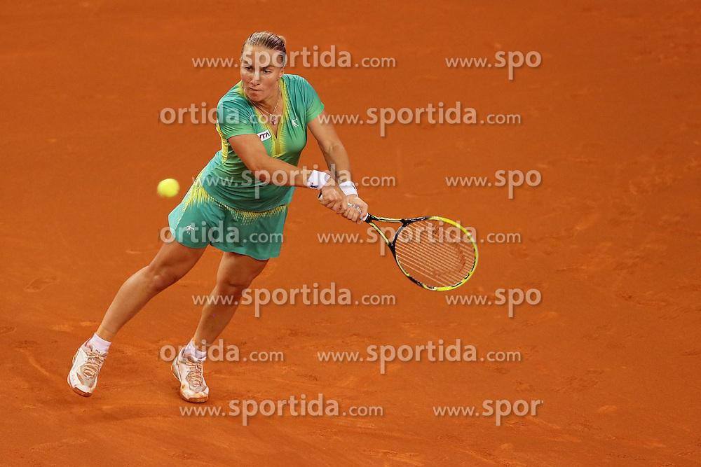 22.04.2014, Porsche Arena, Stuttgart, GER, WTA Tour, Stuttgart Porsche Grand Prix, im Bild Svetlana Kuznetsova (Rus) gewinnt ihr Spiel gegen Gioia Barbieri (Ita) // during the Stuttgart Porsche Grand Prix WTA Tour at the Porsche Arena in Stuttgart, Germany on 2014/04/22. EXPA Pictures &copy; 2014, PhotoCredit: EXPA/ Eibner-Pressefoto/ eer<br /> <br /> *****ATTENTION - OUT of GER*****