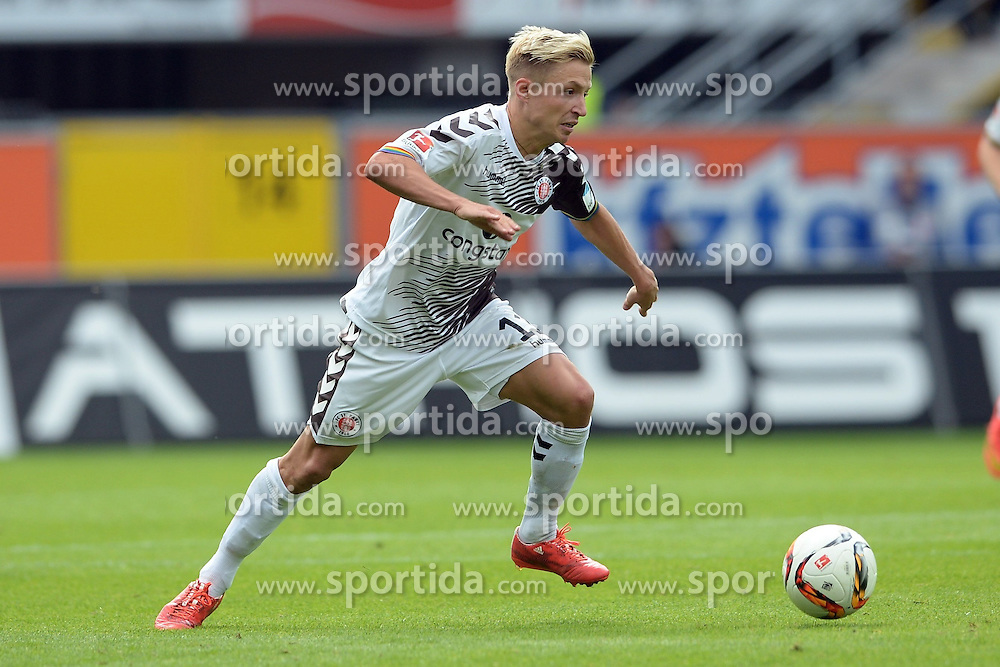 26.09.2015, Benteler Arena, Paderborn, GER, 2. FBL, SC Paderborn 07 vs FC St. Pauli, 9. Runde, im Bild Marc Rzatkowski (FC St. Pauli) // during the 2nd German Bundesliga 9th round match between SC Paderborn 07 and FC St. Pauli at the Benteler Arena in Paderborn, Germany on 2015/09/26. EXPA Pictures &copy; 2015, PhotoCredit: EXPA/ Eibner-Pressefoto/ Sippel<br /> <br /> *****ATTENTION - OUT of GER*****