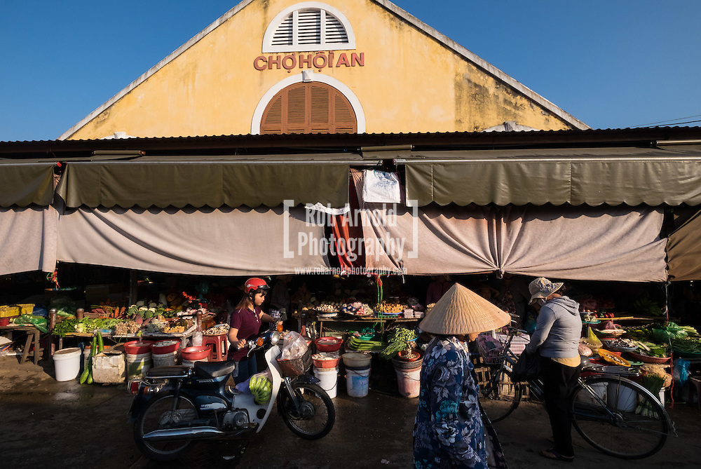 Early morning activity at Hoi An Central Market