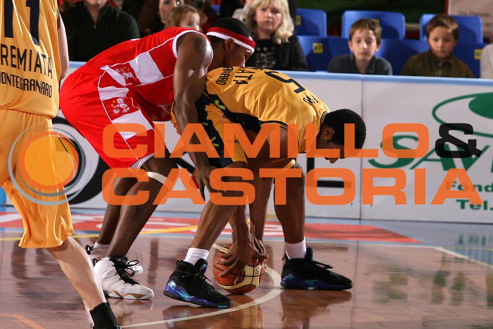 DESCRIZIONE : Porto San Giorgio Lega A1 2007-08 Premiata Montegranaro Armani Jeans Milano <br />GIOCATORE : Watson Ford<br />SQUADRA : Premiata Montegranaro Armani Jeans Milano<br />EVENTO : Campionato Lega A1 2007-2008 <br />GARA : Premiata Montegranaro Armani Jeans Milano <br />DATA : 04/11/2007 <br />CATEGORIA : Curiosita<br />SPORT : Pallacanestro <br />AUTORE : Agenzia Ciamillo-Castoria/G.Ciamillo