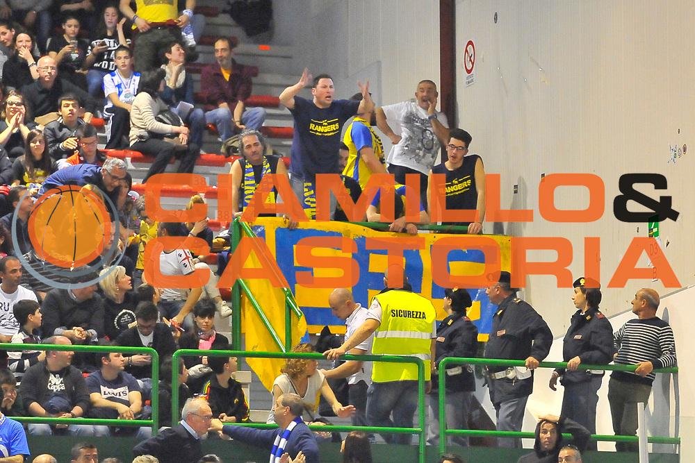 DESCRIZIONE : Campionato 2013/14 Dinamo Banco di Sardegna Sassari - Sutor Montegranaro<br /> GIOCATORE : Sutor Rangers<br /> CATEGORIA : Palazzetto Tifosi Delusione<br /> SQUADRA : Sutor Montegranaro<br /> EVENTO : LegaBasket Serie A Beko 2013/2014<br /> GARA : Dinamo Banco di Sardegna Sassari - Sutor Montegranaro<br /> DATA : 30/03/2014<br /> SPORT : Pallacanestro <br /> AUTORE : Agenzia Ciamillo-Castoria / Luigi Canu<br /> Galleria : LegaBasket Serie A Beko 2013/2014<br /> Fotonotizia : Campionato 2013/14 Dinamo Banco di Sardegna Sassari - Sutor Montegranaro<br /> Predefinita :
