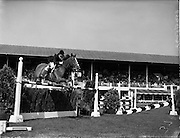 02/08/1960<br /> 08/02/1960<br /> 02 August 1960<br /> R.D.S Horse Show Dublin (Tuesday). Miss Pat Smythe on &quot;Flanagan&quot; winning the First International Jumping Competition at the Dublin Horse Show. Picture shows Miss Smythe on &quot;Flanagan&quot; clearing a jump in fine style.