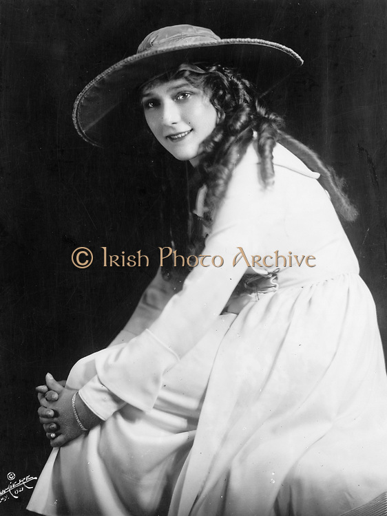 Mary Pickford, American Silent Movie actress, Mary Pickford