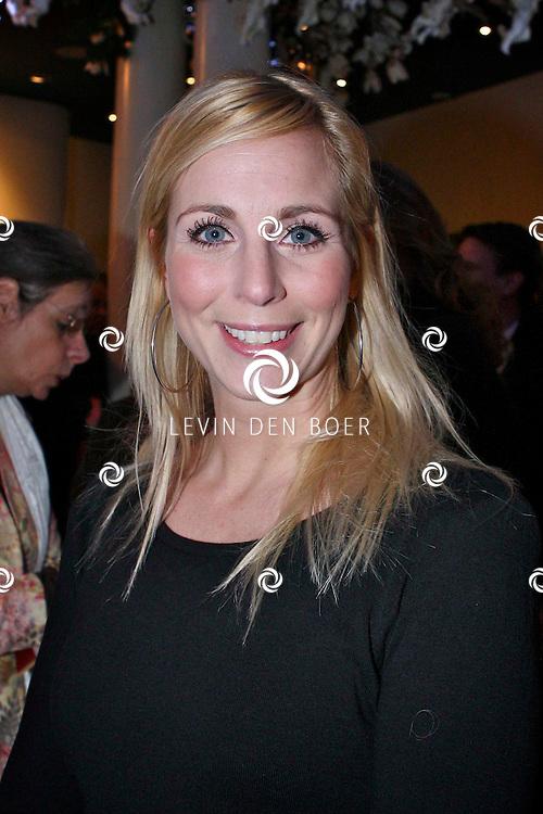 AMSTERDAM - Alexandra Alphenaar donderdagavond bij aankomst voor de premiere van het WereldKerstCircus in Carre in Amsterdam. FOTO LEVIN DEN BOER - PERSFOTO.NU
