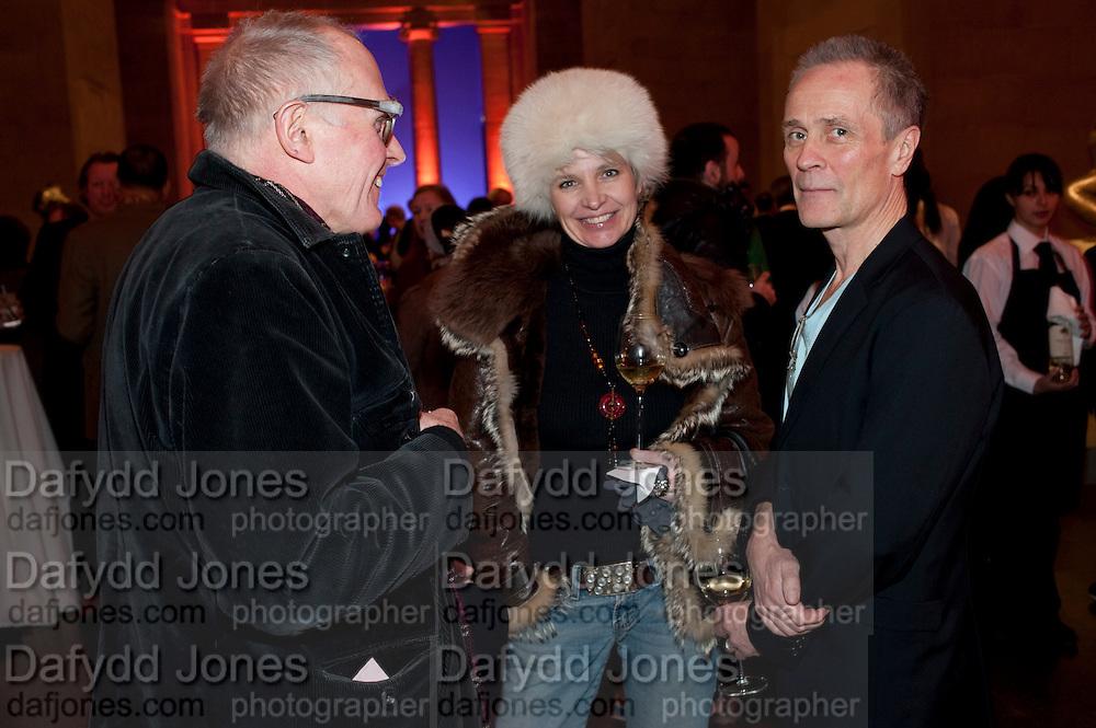 RICHARD WENTWORTH; TRISH LYONS; DAVID BATCHELOR, Susan Hiller opening, Tate Britain. 31 January 2010. -DO NOT ARCHIVE-© Copyright Photograph by Dafydd Jones. 248 Clapham Rd. London SW9 0PZ. Tel 0207 820 0771. www.dafjones.com.