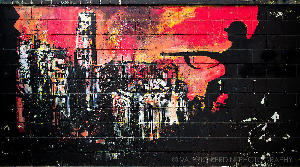 A graffiti depicting a battle during the Warsaw Uprising against the Germans.This  is located on the wall of the Polonia Warszawa football stadium.