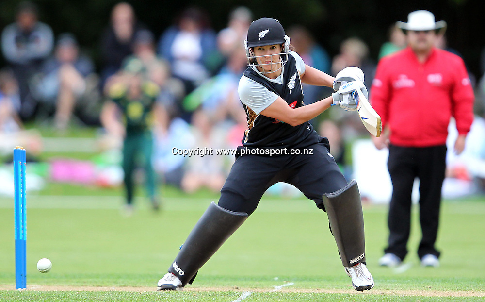 Sara McGlashan watches the ball intently.<br /> Cricket - Rosebowl Series. Twenty20 International - New Zealand White Ferns v Australia, 18 February 2011, Queens Park, Invercargill, New Zealand.<br /> Photo: Rob Jefferies / www.photosport.co.nz