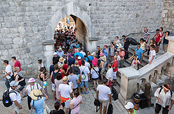 THEMENBILD - Touristenansturm aufgenommen am 10.09.2015 in Dubrovnik, Kroatien // tourists stampede in Dubrovnik, Croatia on 2015/09/10. EXPA Pictures © 2015, PhotoCredit: EXPA/ Dominik Angerer