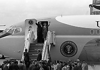 American President Ronald Reagan and his wife Nancy bid a farewell to Ireland, 04/06/1984. (Part of the Independent Newspapers Ireland/NLI Collection).