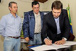 Assinatura de contrato de financiamento para cultura de Oliveira 38ª Expointer, que ocorrerá entre 29 de agosto e 06 de setembro de 2015 no Parque de Exposições Assis Brasil, em Esteio. FOTO:Pedro H. Tesch/ Agência Preview