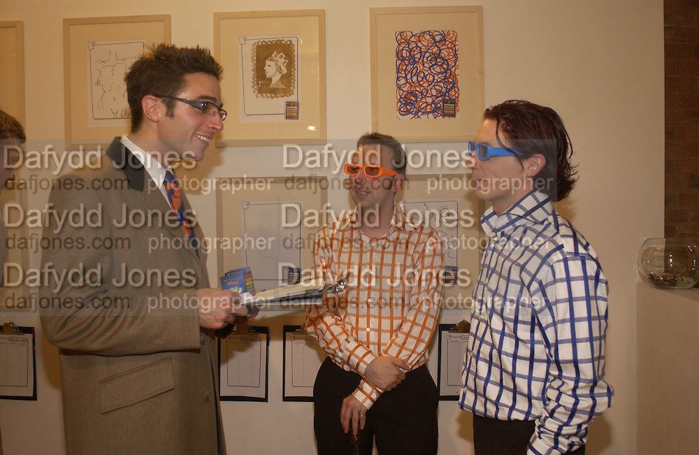 Hobby, Darren Neave and John Cake. The Little Artists present 'Contemporary Artists play Pictionary.' in aid of the National Autistic Society. Private view and silent auction. the Agency Contemporary. Charlotte Rd. London. EC2. November 2005. . ONE TIME USE ONLY - DO NOT ARCHIVE © Copyright Photograph by Dafydd Jones 66 Stockwell Park Rd. London SW9 0DA Tel 020 7733 0108 www.dafjones.com