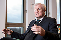 10 DEC 2016, BERLIN/GERMANY:<br /> Horst Seehofer, CSU, Bundesinnenminister, waehrend einem Interview, in seinem Buero, Bundesinnenministerium<br /> IMAGE: 20181210-02-035<br /> KEYWORDS; Büro