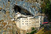 Slovenie, region de Notranjska, le chateau de Predjama // Slovenia, Predjama medieval Castle
