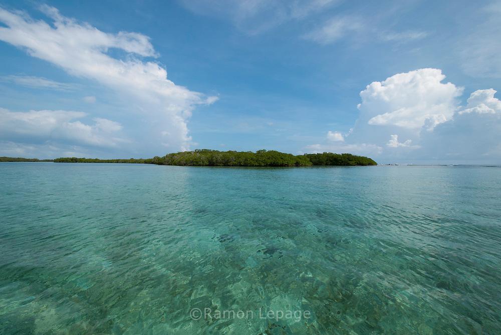 Parque Nacional Morrocoy. Estas playas se encuentran entre las poblaciones de Tucacas y Chichiriviche, en la región costera centro-norte del estado Falcón, en Venezuela. (Ramon Lepage / Orinoquiaphoto) .