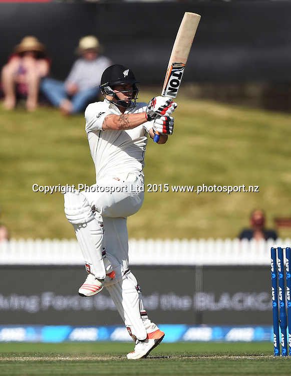 Doug Bracewell batting on day 2 of the 2nd cricket test match between New Zealand Black Caps and Sri Lanka at Seddon Park in Hamilton, New Zealand. Saturday 19 December 2015. Copyright photo: Andrew Cornaga / www.photosport.nz