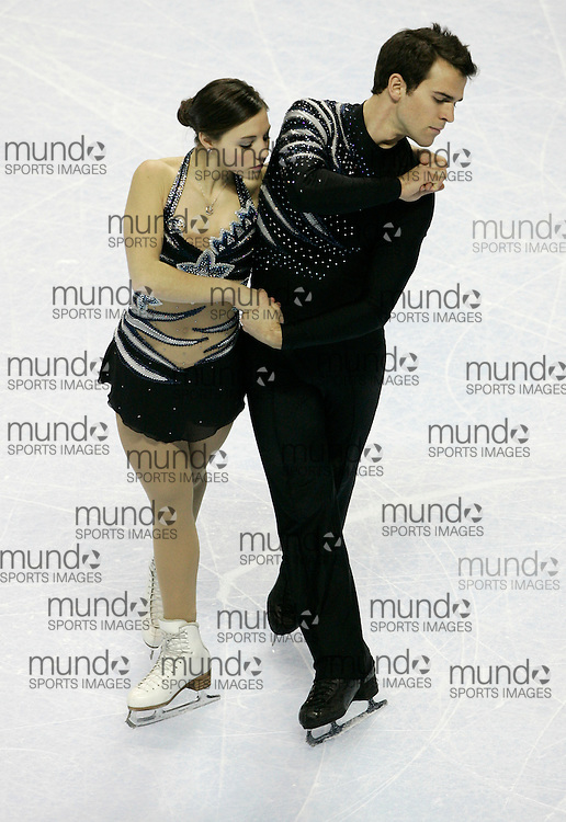 London, Ontario ---10-01-15--- Jessica Dube and Bryce Davison skate their short program at the 2010 BMO Canadian Figure Skating Championships in London, Ontario, January 15, 2010. .GEOFF ROBINS/Mundo Sport Images.