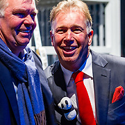NLD/Amsterdam/20170412- Aankomst reuzenpanda's WU WEN en XING YA in Nederland, Marcel Boekhoorn met zijn broer ......