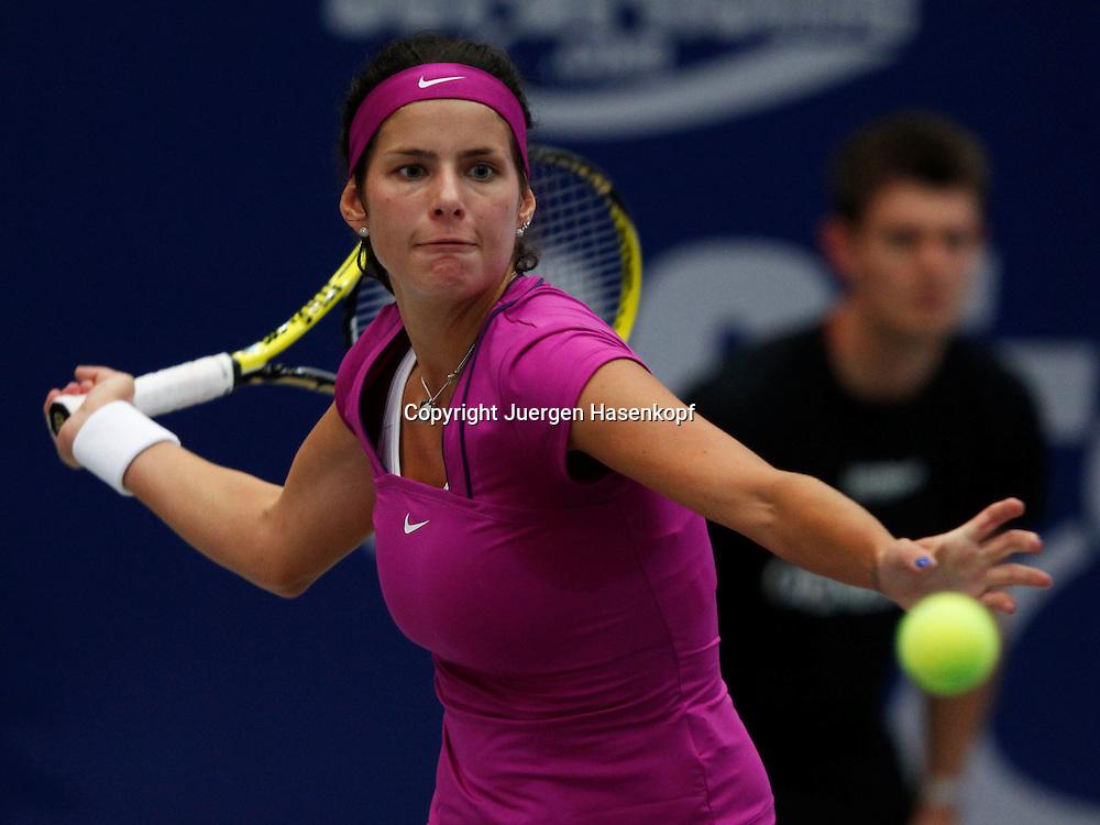 Generali Ladies Linz  2011,WTA Tour, Damen.Hallen Tennis Turnier in Linz, Oesterreich,.Julia Goerges (GER),,Aktion,Einzelbild,Halbkoerper,Querformat,
