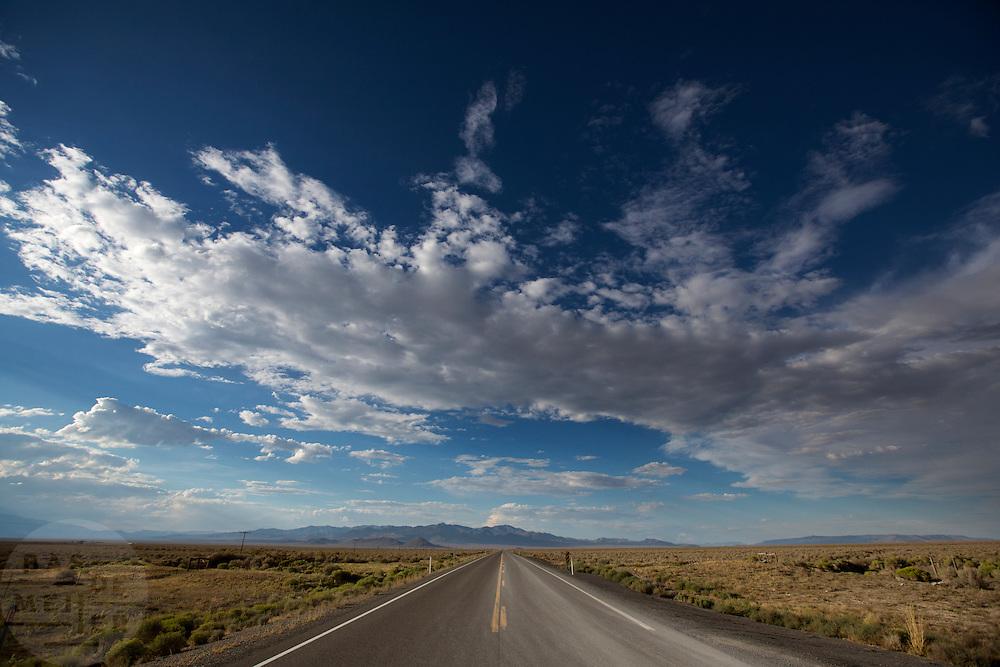 De snelweg S305 bij Battle Mountain waar de race gaat plaatsvinden.<br /> <br /> De freeway S305 between Austin and Battle Mountain, Nevada.