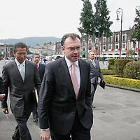 Toluca, Mex.- Luis Videgaray Caso, secretario de Finanzas del gobierno del estado a su llegada al palacio legislativo para entregar el paquete fiscal 2008. Agencia MVT / Arturo Rosales. (DIGITAL)<br /> <br /> NO ARCHIVAR - NO ARCHIVE