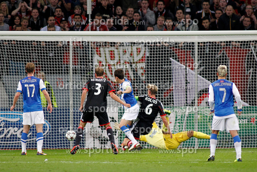 02.10.2013, BayArena, Leverkusen, GER, UEFA Champions League, Bayer 04 Leverkusen vs Real Sociedad San Sebastian, Gruppe A, im Bild 1:0 goal by Simon Rolfes #6 (Bayer 04 Leverkusen). Aktion, Action // during the UEFA Champions League Group A match between Bayer 04 Leverkusen and Real Sociedad San Sebastian at the BayArena, Leverkusen, Germany on 2013/10/02, Germany. EXPA Pictures &copy; 2013, PhotoCredit: EXPA/ Eibner/ Grimme<br /> <br /> ***** ATTENTION - OUT OF GER *****