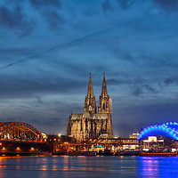 DEU , DEUTSCHLAND : Koeln am Rhein mit Hohenzollernbruecke , Koelner Dom und Musical Dome der Oper<br />