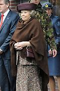Koningin Beatrix tijdens de opening van de nieuwe kazerne van de Explosieven Opruimingsdienst Defensie in Soesterberg. Het is de ererste keer dat de koningin weer in het openbaar tredd na het ongeluk van prins Friso. <br /> <br /> Queen Beatrix at the opening of the new barracks of the Explosives Ordnance in Soesterberg. It is the ererste time the queen again in public after the accident tredd of Prince Friso.