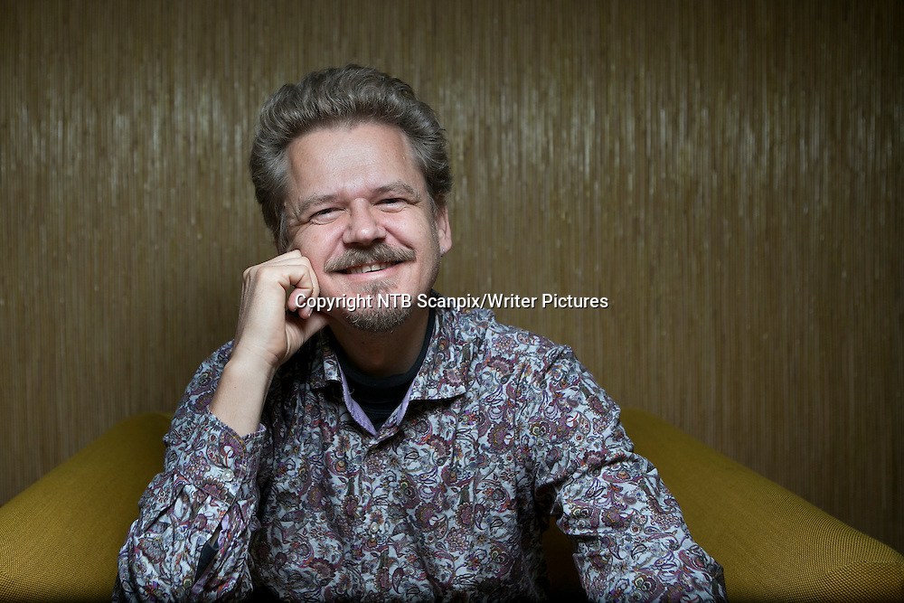 OSLO  20121009.<br /> Dansk-norske forfatter Kim Leine sl&Acirc;r an med sin episke roman &quot;Profetene i Evighetsfjorden&quot;, som er lagt til den danske kolonitiden p&Acirc; Gr&macr;nland. <br /> Foto: Heiko Junge / NTB scanpix<br /> <br /> NTB Scanpix/Writer Pictures<br /> <br /> WORLD RIGHTS, DIRECT SALES ONLY, NO AGENCY