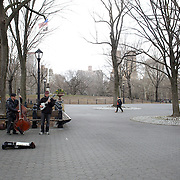 A jazz band plays in Central Park, Manhattan, New York, USA. 28th March 2013. Photo Tim Clayton