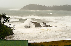 Northland-Cyclone Lusi brings heavy seas to Sandy Bay