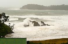 Northland-Cyclone Lusi brings heavy seas to Sandy Bay