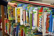 Nederland, Nijmegen, 5-1-2012Veel bibliotheken worden met sluiting bedreigd vanwege gemeentelijk bezuinigingen, die weer een gevolg zijn van kortingen door de regering. Hier de wijkbibliotheek van Brakkestein.Foto: Flip Franssen/Hollandse Hoogte