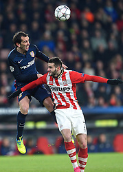 24-02-2016 NED: Champions League PSV - Atletico Madrid, Eindhoven<br /> Gaston Pereiro #7 wordt in de rug gezeten door Diego Godin #2