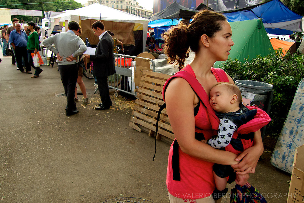 A mother and her baby among the Indignados.